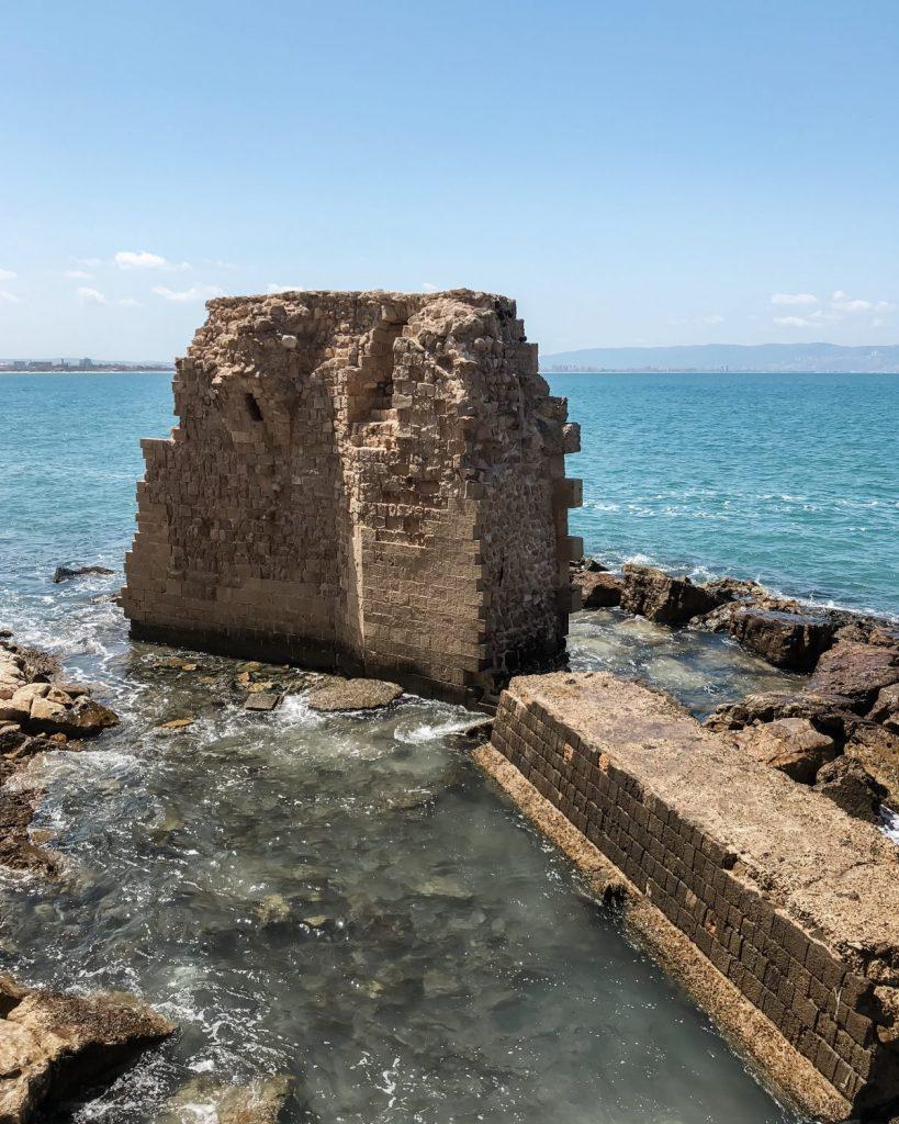 Acre, Traveliri